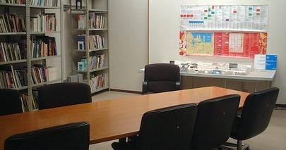 ZAIM本館1階の「トリエンナーレ・アーカイブス」