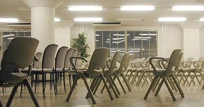 多目的に活用されるZAIM別館2階のホールスペース