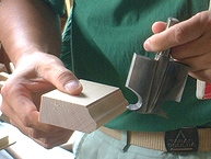 曲線を生み出すために作られた専用の刃