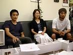 ファニービー社長の谷津倉智子さんとスタッフの岡部友彦さん(左)、赤羽孝太さん