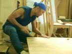 テーブル板を削る様子