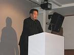 横浜トリエンナーレ2005の構想を発表する川俣氏