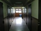 「第二港館」の廊下
