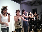 公開収録を行う女性ボーカルグループ「YOKOHAMA DIVAS」