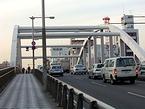 西口と東口をつなぐ平沼橋