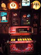 160曲もの洋楽ヒット曲が収録されたジュークボックス(フラッシュバックカフェ)