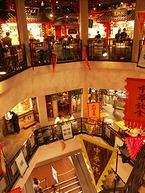 3層吹き抜けの中華料理店街